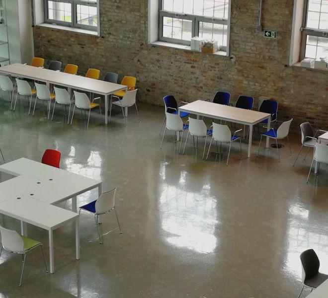 stoel 4 poten frame chroom polypropyleen zitschelp brandvertragende bekleding kleurcombinaties kantinetafel wit