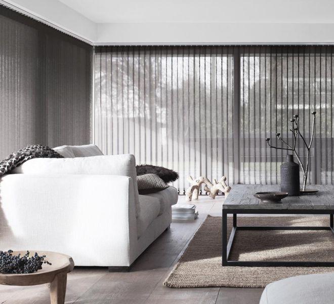 raamdecoratie - grijze woonkamer