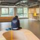renovatie onthaal balie zitmeubel op maat hout fineer