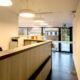 renovatie onthaal balie tandarts praktijk hout fineer