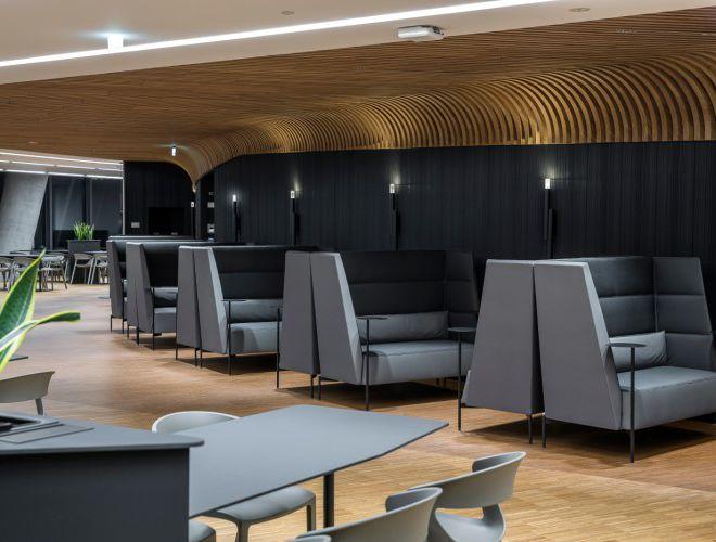 akoestische zetel wachtmeubilair lounge met rugkussen polypropyleen stapelstoel indoor outdoor brandvertragend kunstleder
