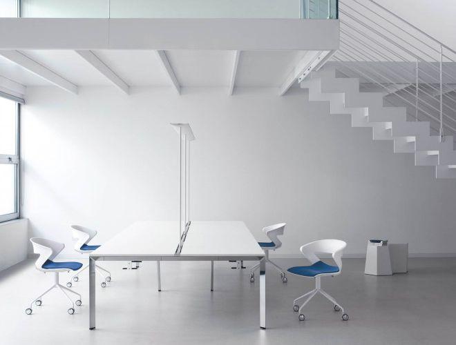 kantoormeubilair vergadertafel vergaderstoel polypropyleen zitschelp centraal onderstel met wielen draaibaar in hoogte verstelbaar beklede zitting
