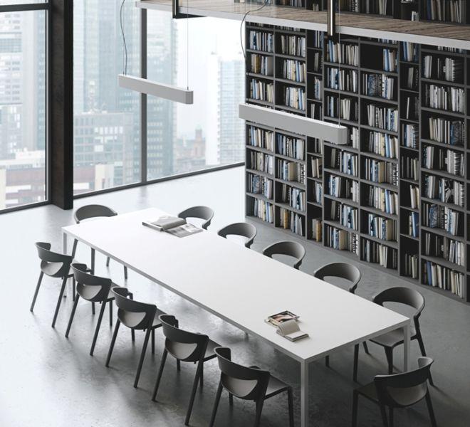 vergadertafel 12 personen polypropyleen stapelstoel ronde rug indoor outdoor verschillende kleuren