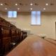 renovatie aula zonwering rolgordijn polyscreen wit met zijgeleiding elektrisch bediend afstandsbediening via domotica